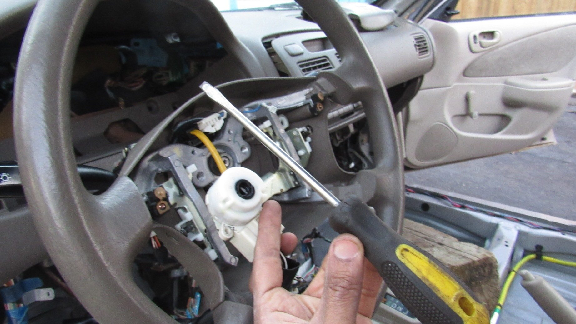 Video: How to Hotwire Your Car | Toyota Nation Forum